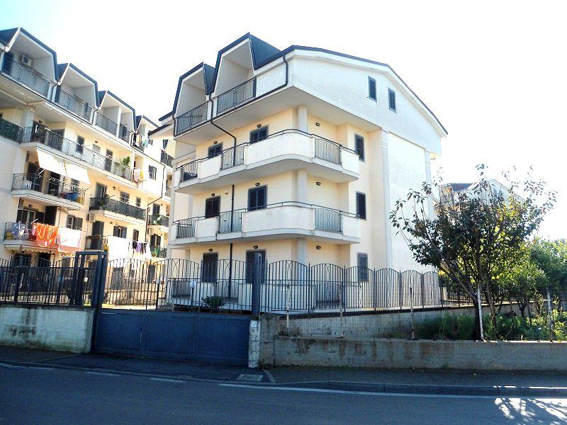 Appartamento in affitto quattro vani acerra zona spiniello for Affitto uffici zona eur